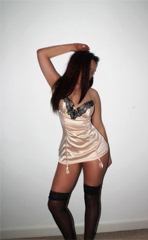 Bruneta sexy, pisicuta, atragatoare cu chef de nebunii, invita-ma la tine sau la hotel
