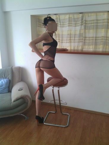 ESCORTA DE VIS bruneta slim, 21 ani, 52 kg, 1.74 m